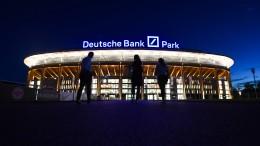 Die Eintracht geht der Deutschen Bank fremd