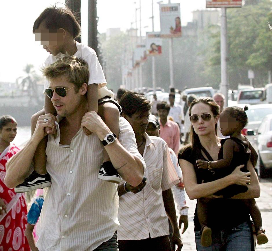 Prominentes Familienglück: Pitt und Jolie mit ihren Kindern Maddox und Zahara.