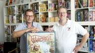Andreas Finkernagel (links) und Karsten Esser haben schon einige Spiele des Jahres herausgegeben.