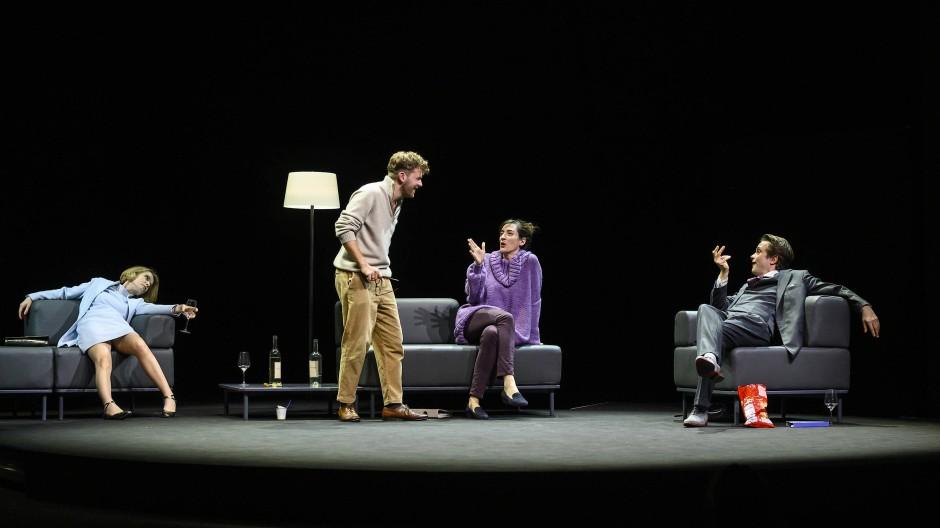 Drei Abende, zwei Paare, kein Problem: Judith Engel, Nico Holonics, Constanze Becker und August Diehl auf der Bühne des Berliner Ensembles