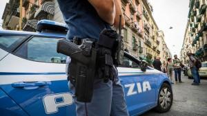Deutsche stürzt in Italien von Klippe