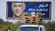 Benny Gantz auf einem Wahlplakat im arabischen Baqa al-Gharbiyye im Norden Israels.