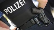 Rechtsextremes Netzwerk in der hessischen Polizei? Die Ermittler haben offenbar eine neue Spur (Symbolbild).