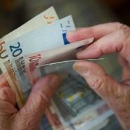 Höhere Hinzuverdienstgrenzen für Rentner sollen dem akuten Personalmangel entgegen wirken (Symbolbild).