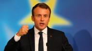 Er denkt an Europa, Frankreichs Denker erinnern an den Zweiten Weltkrieg. Kein Wunder, dass Emmanuel Macron seine Kritiker für vorgestrig hält.