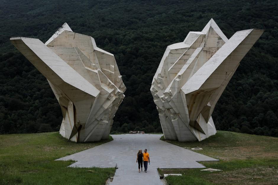 """Viele der Denkmäler des jugoslawischen Brutalismus sind verfallen. Das Kriegsdenkmal """"Schlacht von Sutjeska"""" in Bosnien und Herzegowina, das an die Ermordnung von 7000 Menschen durch die Nazis erinnert, wurde jedoch im vergangenen Jahr renoviert."""