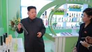 Ob Kim Jong-un selbst Haarspray verwendet, ist nicht bekannt. Wäre aber denkbar.