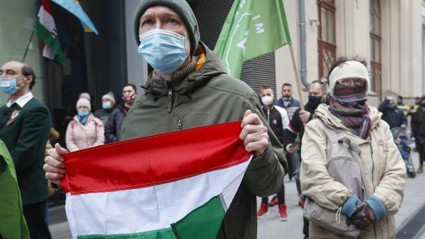 Ungarn kehrt mühsam zum Wachstum zurück