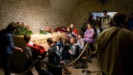 Gemeinsames Gebet am Grab des verunglückten polnischen Präsidenten Kaczynski in Krakau