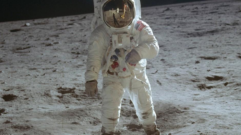 Der zweite Mann auf dem Mond: Astronaut Buzz Aldrin im Jahr 1969 bei seinem Spaziergang auf der Mondoberfläche.