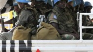 Demonstranten greifen UN-Soldaten an