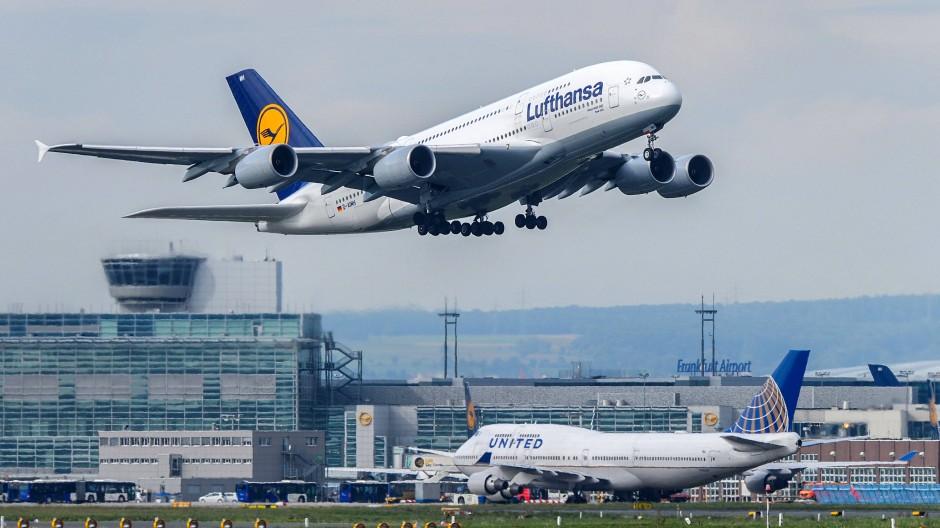 Fraport kann sich freuen: Der größte Flughafen Deutschlands hat seinen CO2-Ausstoß verringert (Symbolbild).