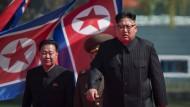 Zweiter Mann hinter Kim Jong-un (r.): Choe Ryong-hae (l.), das Foto stammt aus 2017.