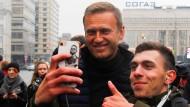 Will gut überlegt sein: Ein Selfie mit dem vom russischen Staat verfolgten Oppositionellen Alexej Nawalnyj.