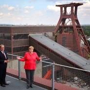 Mit der Kohle hat es Laschet mehr als Merkel: Der neue CDU-Vorsitzende mit seiner Vorvorgängerin auf der Zeche Zollverein in Essen.