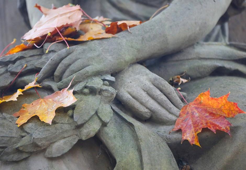 Abschied und Erinnerung: Was bisher vor allem auf Friedhöfen stattfand, findet heute auch seinen Raum im Netz.