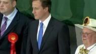 Britische Konservative verpassen wohl absolute Mehrheit