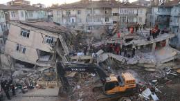 Retter bergen weitere Überlebende in der Türkei