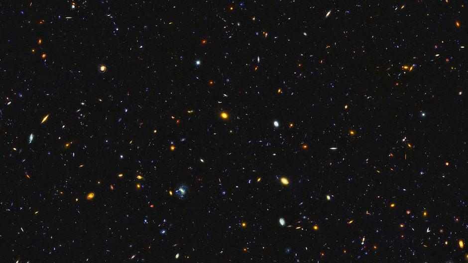 """Ausschnitt aus dem Himmelsareal """"Deep Field/GOODS North"""" des Weltraumteleskops Hubble: Der Bereich zeigt Galaxien in einer Entfernung von rund zwölf Milliarden Lichtjahren."""