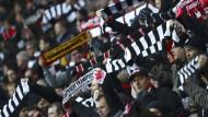 Lesen Sie hier die 20 vollends überzeugenden Gründe für den Sieg der Eintracht.  Frankfurt triumphiert in Berlin, weil ... deren Fans in der Ostkurve für Stimmung sorgen werden.
