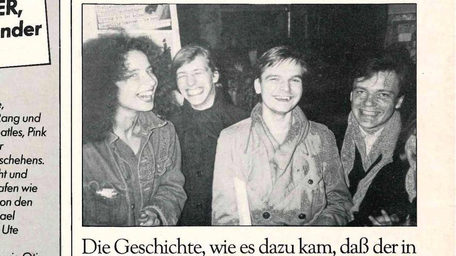 Ausriss aus Sounds, Januar 1983. Die Aufmachung suggeriert, dass auch Banaski im Bild sei. Ist er aber nicht. Das Foto zeigt, von rechts nach links: Joachim Lottmann, Diedrich Diederichsen, Stefan T. Ohrt und dessen Freundin Angelika