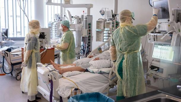 Kliniken schalten wieder auf Krisenmodus