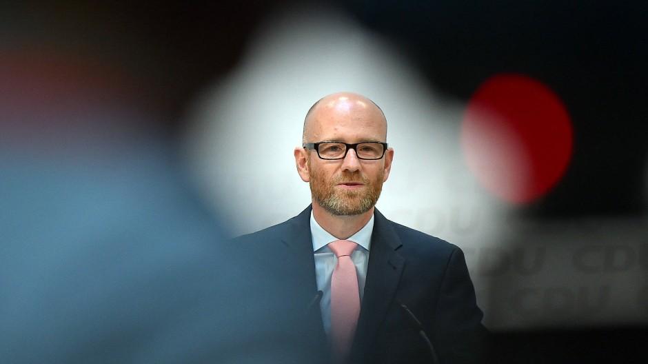 Artikel 18 des Grundgesetzes: Peter Tauber fordert bei bestimmten Verfassungsfeinden Entzug von Grundrechten.