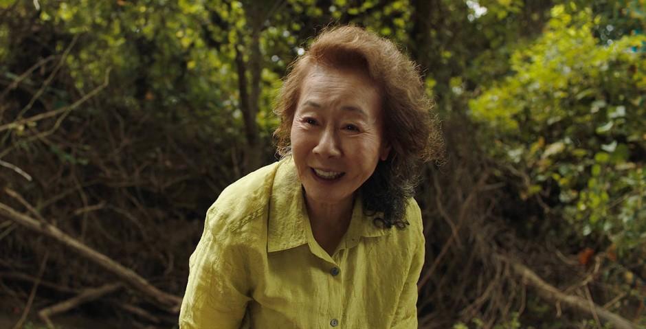 Spielt lieber Karten, statt Kekse zu backen: Youn Yuh-jung in der Rolle der Großmutter