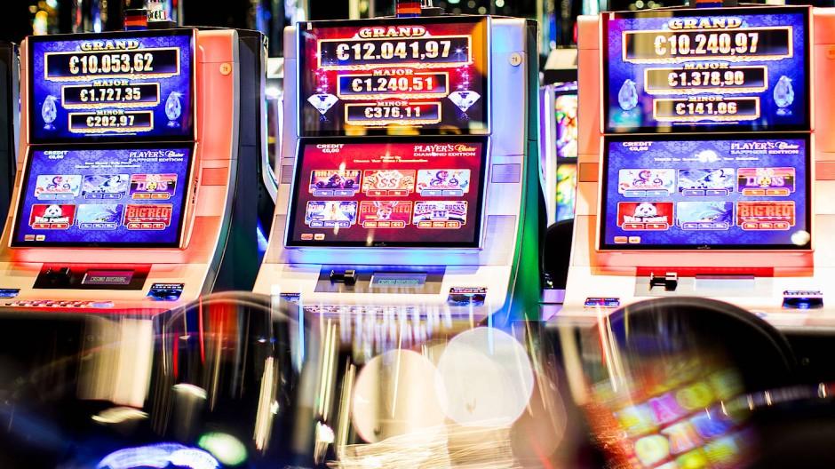 Durch die Corona-Krise entgehen der Glücksspielbranche Einnahmen. Für Süchtige ist es eine Chance für den Entzug (Symbolbild).