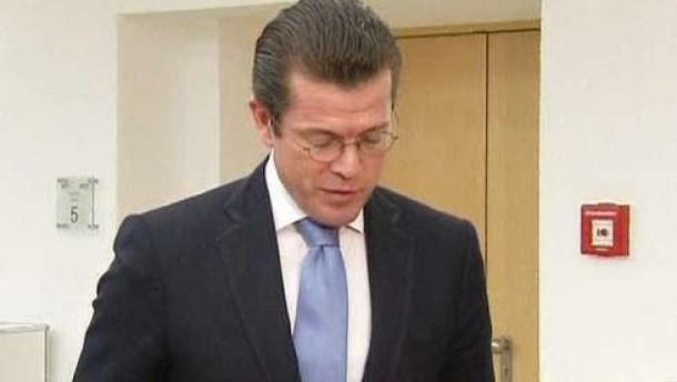 Guttenberg schreibt Doktortitel vorerst ab