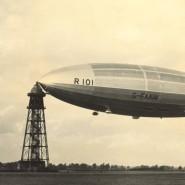 """Das Luftschiff """"R101"""" am Ankermast im britischen Cardington."""