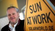 Diese Sonne arbeitet nicht mehr: ein Bild aus besseren Zeiten mit Firmenchef Frank Asbeck