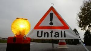 Umgekippter Lastwagenanhänger blockiert Autobahn 66