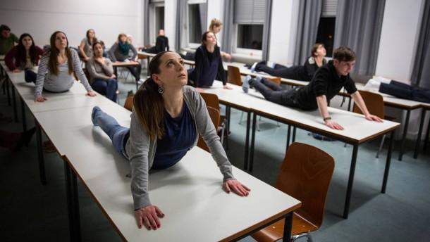 Goethe uni frankfurt lange nacht der aufgeschobenen for Schreibtisch yoga