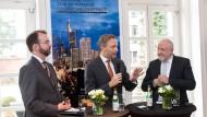 Keine One-Man-Show: Christian Lindner (Mitte) mit den Moderatoren Matthias Alexander (links) und Werner D'Inka