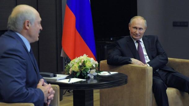 Russland stützt Lukaschenko mit 500-Millionen-Kredit