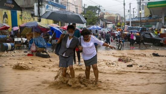 """Sturm """"Laura"""" verwüstet die Karibik"""