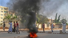 Soldaten schießen auf Demonstranten
