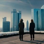 """Einblick in die Bankenwelt:Nicht alles in """"Bad Banks"""" ist realistisch, auch wenn Désirée Nosbusch (links) und Paula Beer mit Bankern geredet haben."""