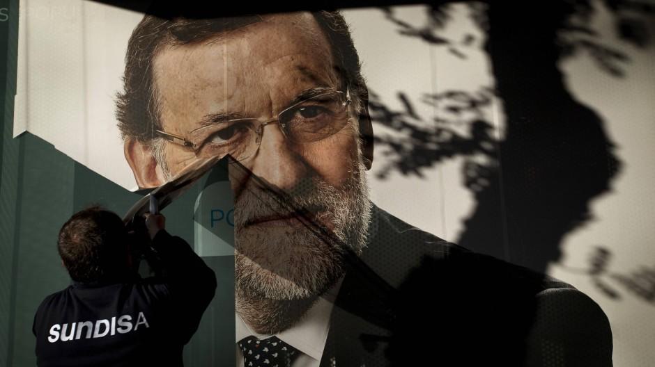 Nach der Wahl: Plakat in Madrid mit dem Ministerpräsidenten Mariano Rajoy