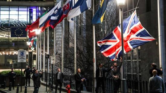 Britische Flagge vor EU-Parlament wird eingeholt