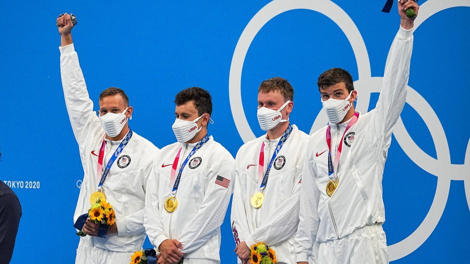 Siegreich: Die 4x100-Meter-Staffel aus den USA gewinnt Gold in Tokio.