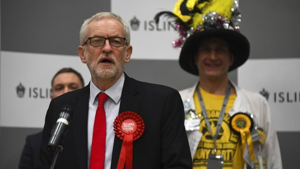 Corbyn stellt Rückzug in Aussicht