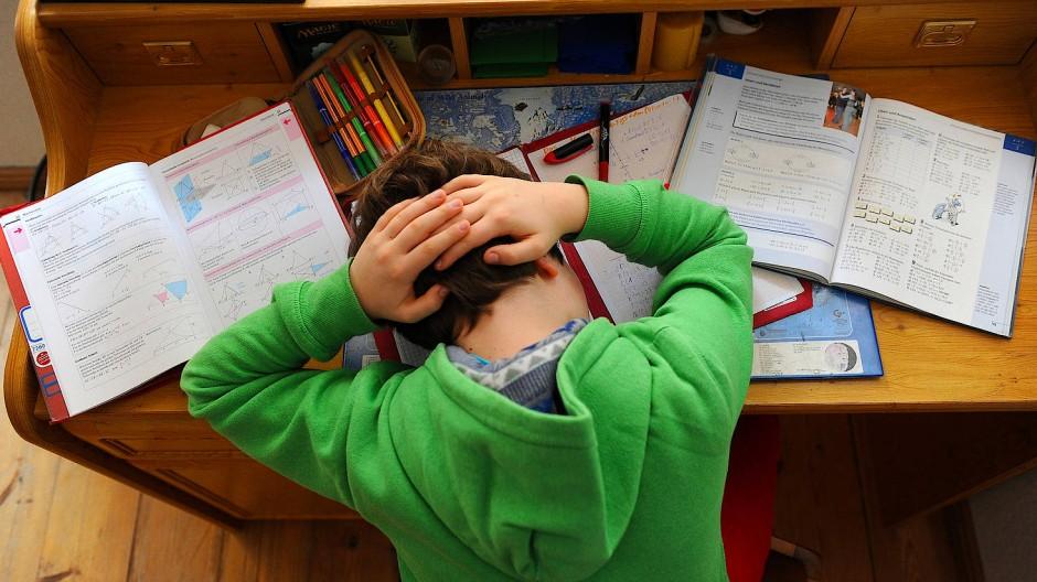 Psychische Belastung: Während der Pandemie gibt es für Kinder sowohl Probleme mit dem Schulstoff als auch in der Familie. (Symbolbild)