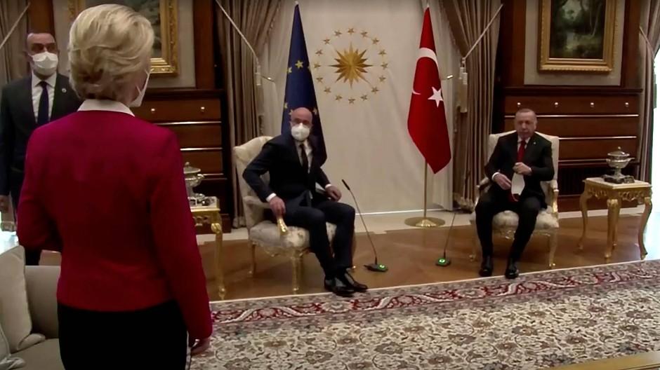 Ursula von der Leyen, Charles Michel und Recep Tayyip Erdogan bei ihrem Treffen in Ankara am 6. April
