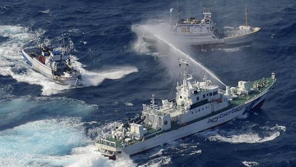 Japanische und taiwanische Schiffe beschießen sich mit Wasserwerfern