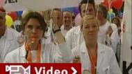 Klinikärzte streiken gegen längere Arbeitszeit