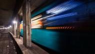 Schlafplatz mit guter Anbindung: Vier Personen haben in einem Frankfurter S-Bahn-Tunnel übernachtet.