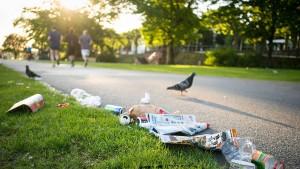 Freiwillige sammeln tonnenweise Müll ein
