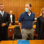 Der Hamburger Unternehmer Alexander Falk bei der Urteilsverkündung im Frankfurter Landgericht mit seinen Verteidigern Björn Gercke und Kerstin Stirner